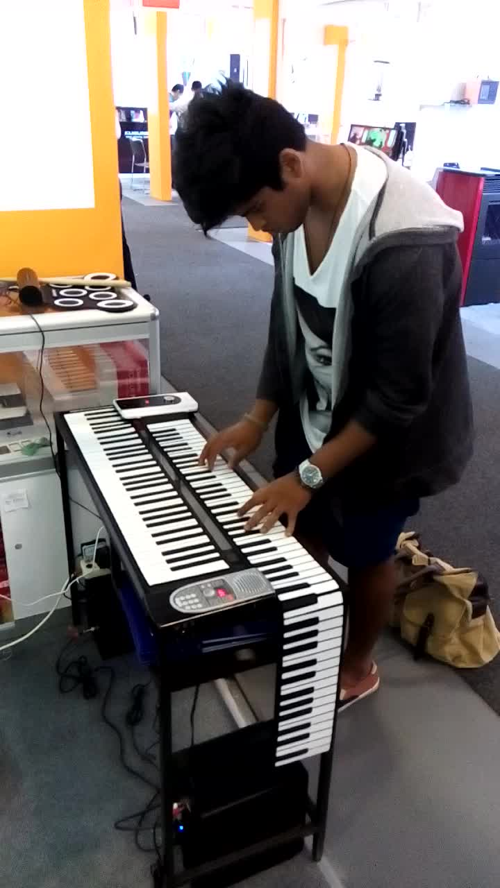 iWord Hot selling 2017 music keyboard 61 keys for sale piano with sustain pedals