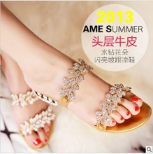 A first layer of leather shoes Mody luxury diamond flower leather sandals in Rome with