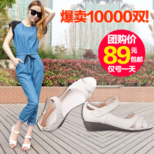 2013 summer 100% first layer leather pierced new Velcro end of beef tendon in casual comfort with leather Sandals women