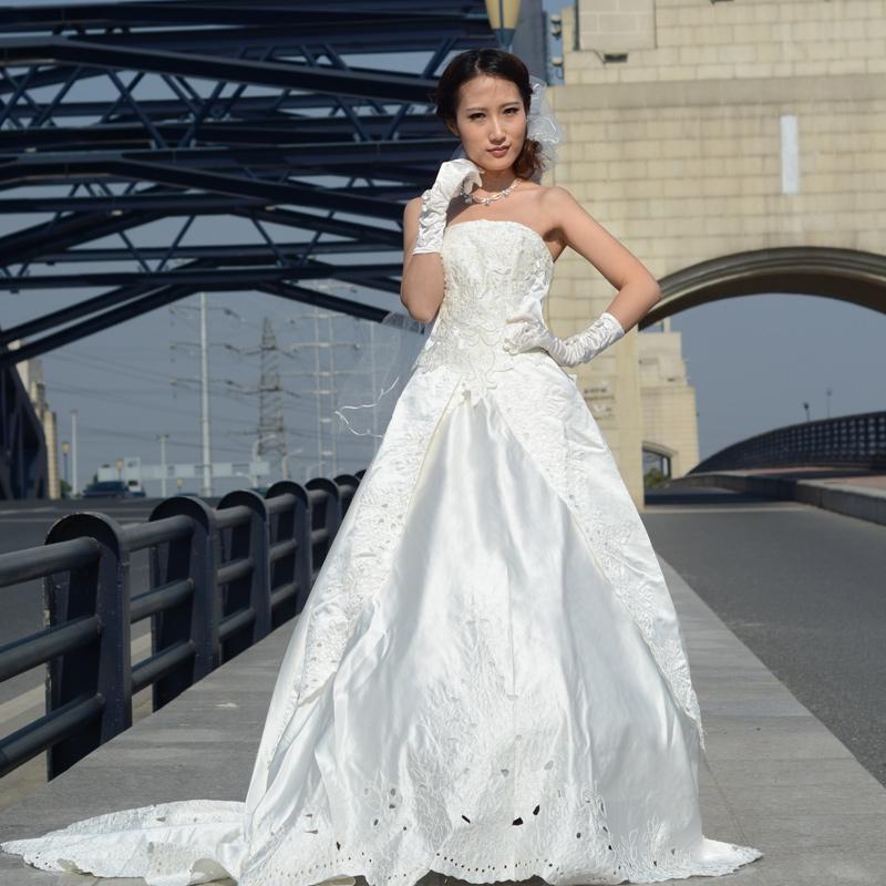 衣纱贝尔精品婚纱新款人气韩版公主绑带拖尾高档婚纱礼服抹胸珍珠婚纱8242