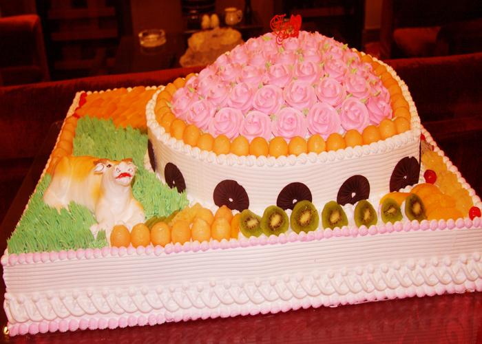 心形庆典蛋糕 北京大型蛋糕预订 北京订蛋糕 婚礼庆典蛋糕