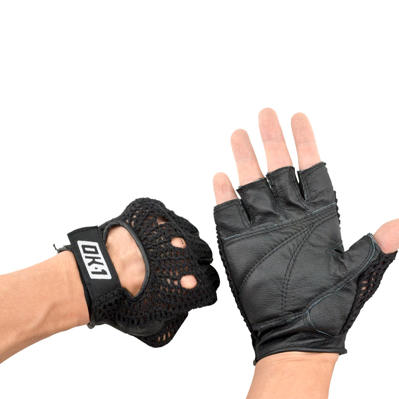 Hot clearance sale 10 percent exercise fitness equipment training gloves half finger hand protector gloves zhongmin skid-men and women