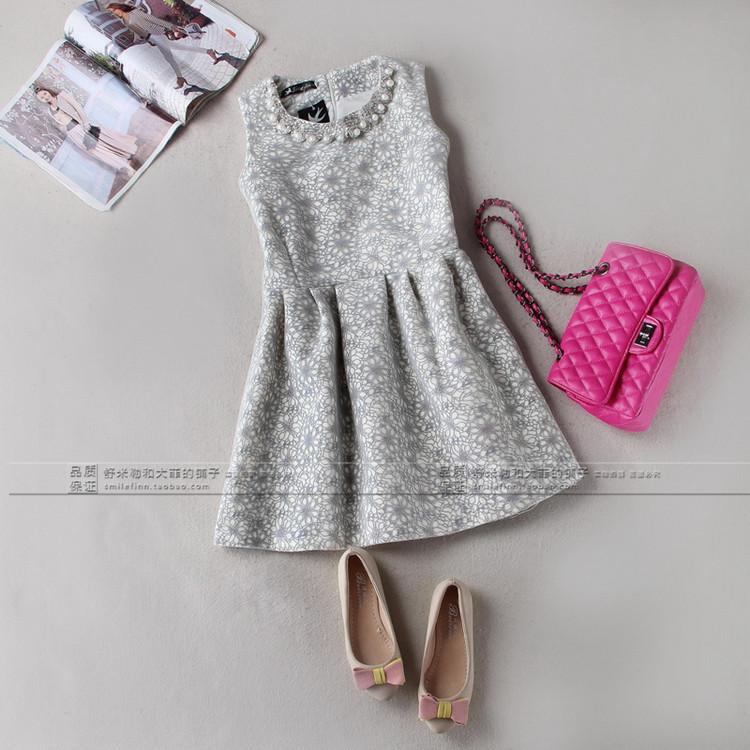 Цвет: M белом платье