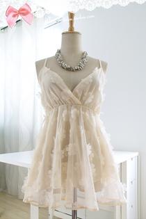 韩国 甜美公主可爱小性感V领立体花朵花瓣打底网纱吊带雪纺衫上衣