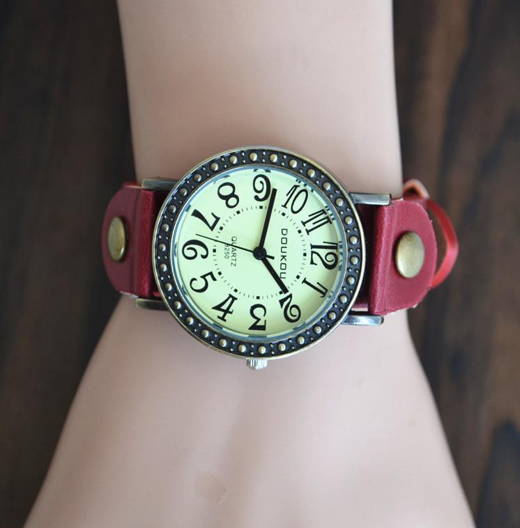 【极度秒杀】手表复古手表女韩国学生简约时尚个性小清新石英腕表