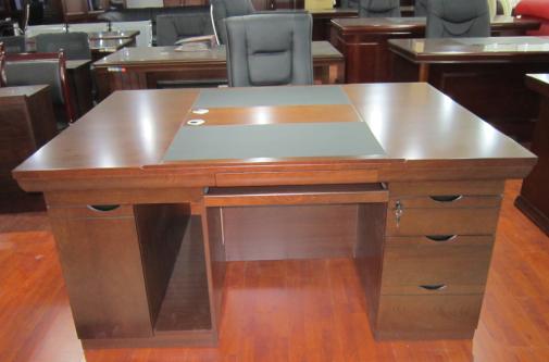 Компьютерный стол Three  1.6