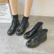 2018秋季黑色机车马丁靴女英伦风系带漆皮粗跟短靴高帮女靴子