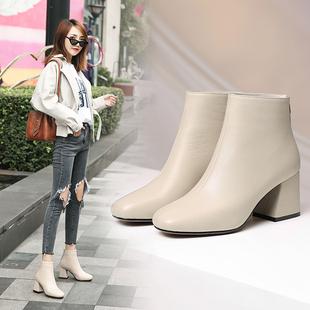 冬季网红女靴子春秋单靴真皮高跟方头短靴女粗跟马丁靴米白色裸靴