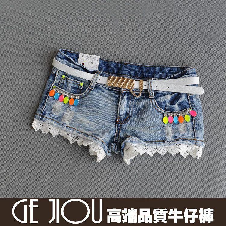 Как украсить джинсовые шорты кружевом