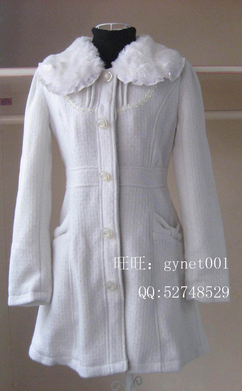正品阿依莲2011冬装新款纯美风格毛领呢料长外套ca1405290本白
