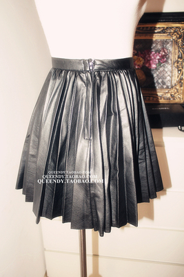 QUEENDY South Korea sent straight qiu dong new temperament nifty tide joker pleated skirt of tall waist leather skirt