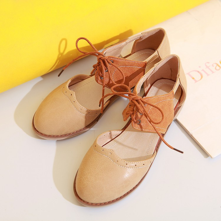 Korean version of the British style retro summer school students with flat shoes flat sandals women lace Shunv Xie Baotou hole shoes