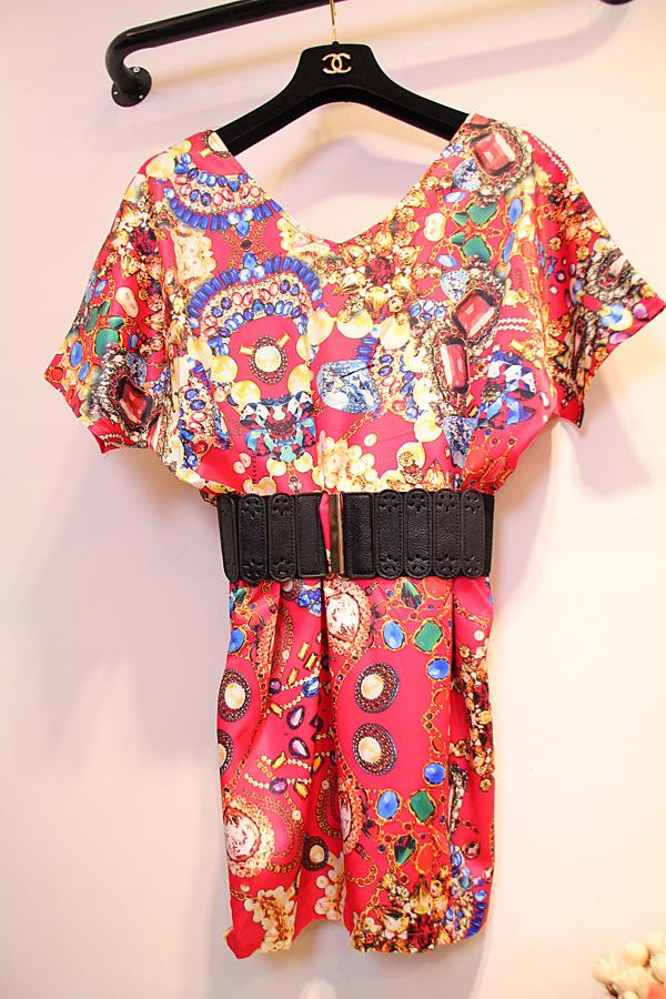 特价走秀款宝石链条印花图案V领蝙蝠短袖连衣裙子