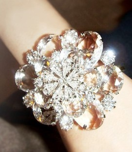 High-end luxury goods! Korea imported must us Super dimensional Crystal snowflakes bracelet wrist flowers