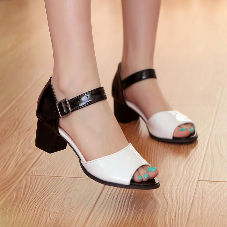 Босоножки Летом смешанных цветов женские сандалии Пип Пальцы Обувь с небольшой грубо с 31 32 33 размеров 40 41 42 43
