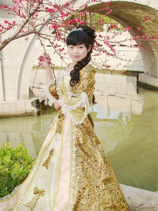 Национальный  костюм Дворца установлены женщин в период костюм используется