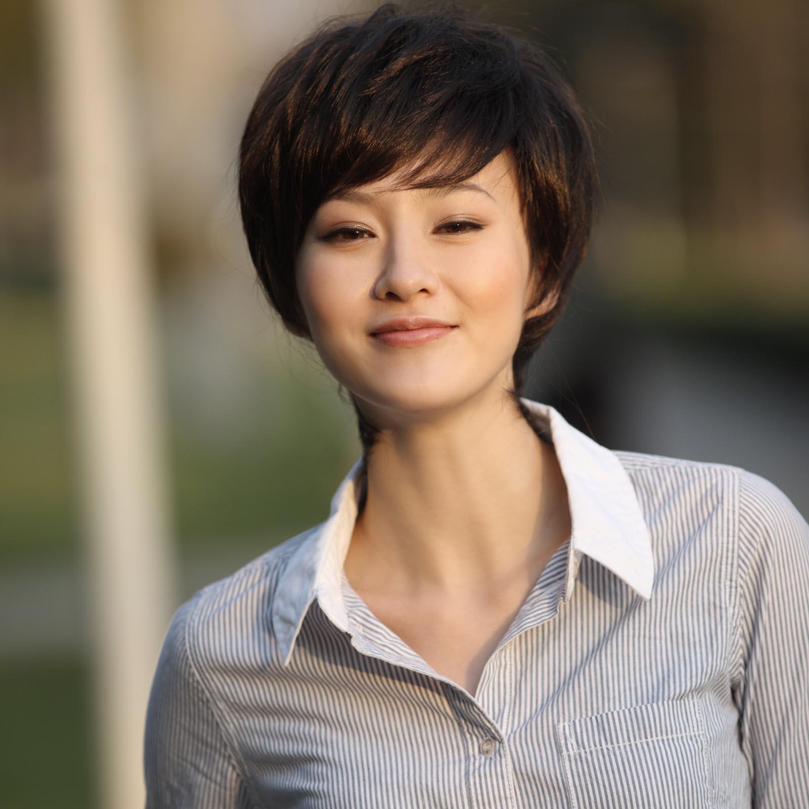 利达假发 短发 女 中年假发 女士 蓬松逼真 短直发 斜图片