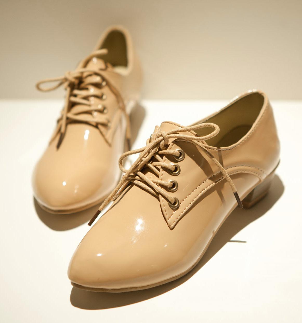 туфли Лето 2013 года Южная Корея указали новые старинные улицы принцесса моды лакированные туфли Англии кружево Женская обувь Европейского Вентилятор Лакированная кожа Искусственная кожа