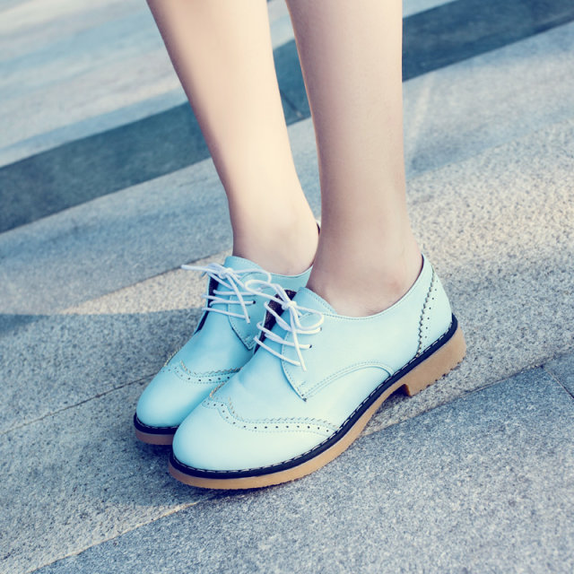 туфли Старинные резные ажурная oumeiyinglun Буллок Женская обувь с кожаными ремешками наконечником с плоским дном Обувь повседневная обувь