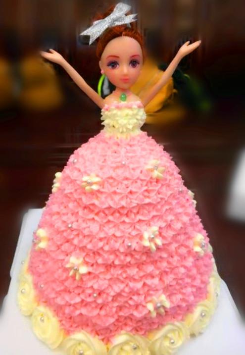 三层芭比娃娃蛋糕图片