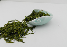 2015 fresh tea Longjing tea Green valley More before the west lake longjing tea 250 g canned fresh tea bag mail
