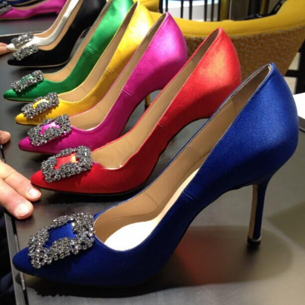 туфли Женщины RV MB ботинки высокой пятки обувь стразами пряжки заостренный стилет атласная поверхности низкой света Порт красный свадьба малых