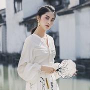 佶町2018秋冬法式优雅复古小皱褶缎面雪纺衬衫女长袖灯笼袖