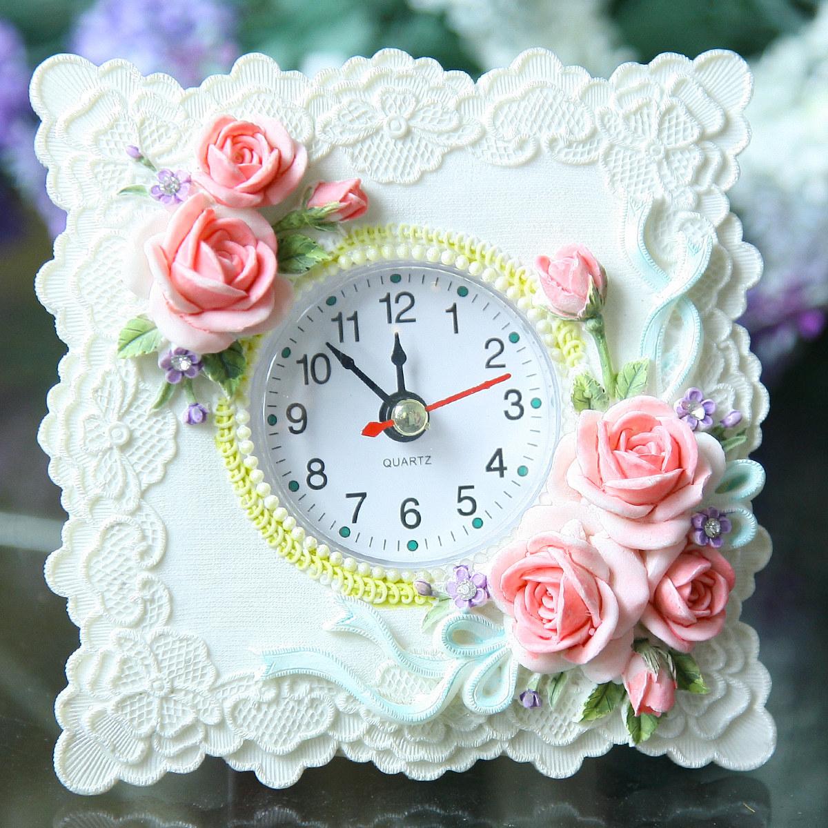 Цвет: Сливочно белые небольшие настольные часы