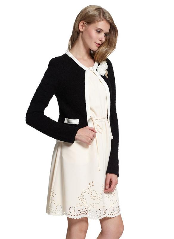 女拼色短款毛织开衫模特展示