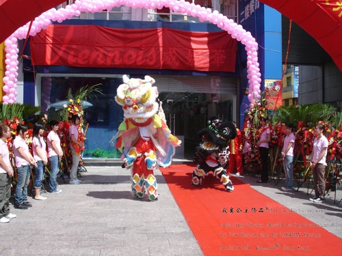 Viennois ! Wei Ni Hua genuine diamond motorcycle battery car lovers car key chain \ bag buckle pendant ceremony
