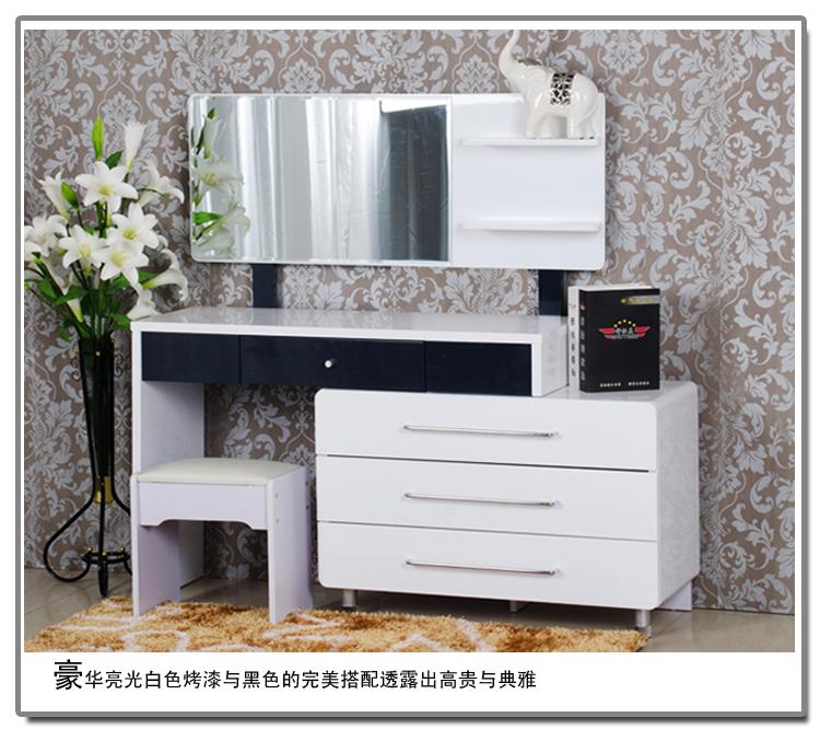 спальня с комодом и туалетным столиком установки, можно добиться